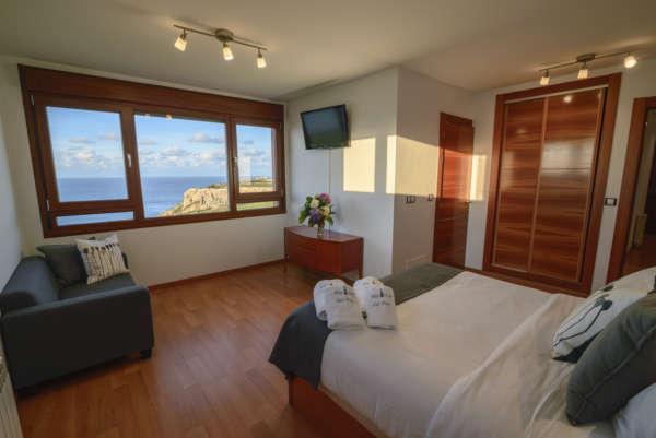 Habitación con cama familiar y vistas paroramicas